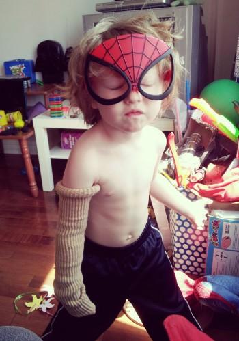 milo spiderman et gant